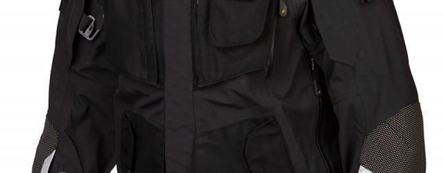 Nya kombinationen Badlands ska ge maximalt skydd och komfort på även de mest krävande touring- och äventyrstripperna. Vattentätt yttertyg och förstärkningar på axlar, armbågar, underarmar och knän och justerbara skydd […]