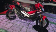 Honda presenterar en helt ny scooter med ett riktigt häftigt utseende på mässan i Milano. Den heter XADV och har en tvåcylindrig motor på 745 kubik. Den ger dig 56 […]