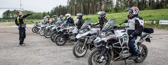 Nu har nummer två av MC-Folket landat i medlemmarnas brevlådor. I det kan du läsa om FIM:s trafiksäkerhetskampanj som kan innebära en ny halvtidstjänst på SMC:s kansli i Borlänge. Malin […]