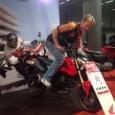 Frank Nordberg på Honda demonstrerar en av körställningarna som kan tillämpas på Hondas nya MSX125. En liten smidig apparat som med lätthet kan stuvas in bak i en husbil för […]