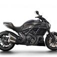 """Med en ny lack i diskretare färger, """"Asphalt Grey and carbon"""" och med röda linjer, nylanseras Ducati Diavel Carbon inför nästa år. Ramen blir i svart krom, samt att sadeln […]"""