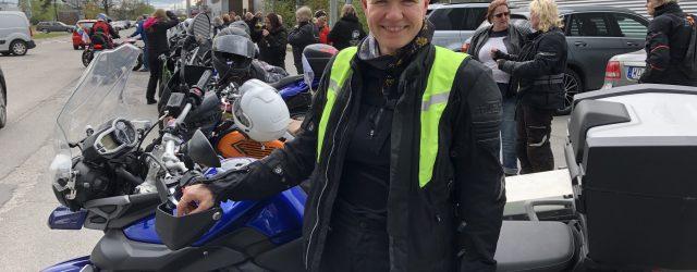 Stafetten runt hela jordklotet nådde idag Stockholm och Sätra. Probike Syd serverade hamburgare till 80 tjejer som åkt från Örebro. Om ett par timmar rullar stafetten ombord på TallinkSilja. Nästa […]